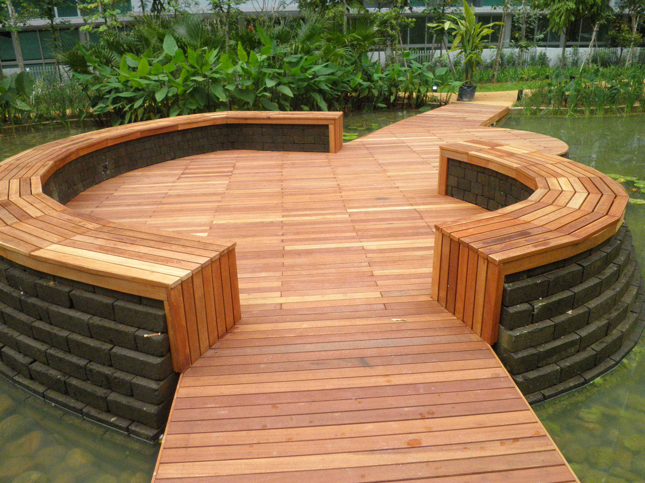 Lily pond Wooden Decking Singapour